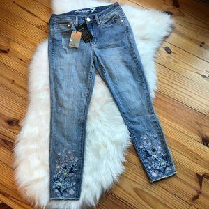 NWT SEVEN7 Jeans Ankle Skinny Floral Embroidery